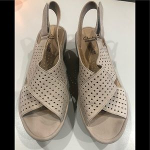 Clark's Wedge Shoes - Women's Size 7 Tan.